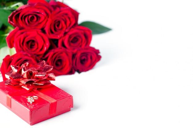Bouquet de roses et coffret cadeau