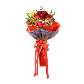 Bouquet de roses isolé sur blanc pour la saint-valentin ou le concept de célébration