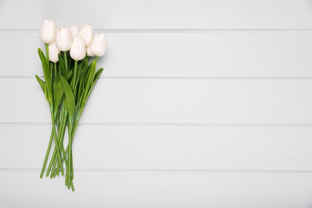 Bouquet de tulipes blanches avec copie-espace
