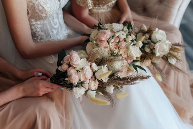 Bouquets de la mariée et demoiselles d'honneur