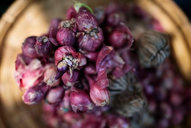 Bouquets d'oignons rouges