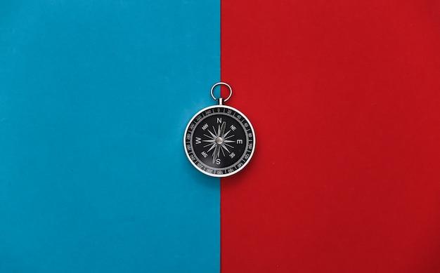 Boussole sur un rouge-bleu