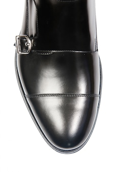 Bout de chaussures homme isolé sur blanc