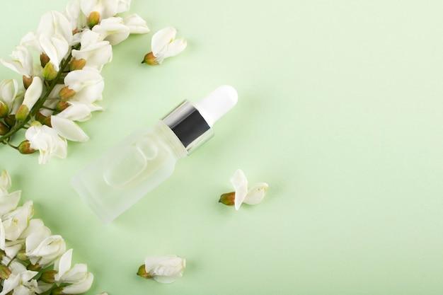 Bouteille d'acide hyaluronique. beauté, cosmétiques visage pour l'hygiène personnelle.