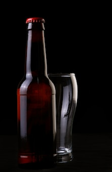 Bouteille de bière et verre