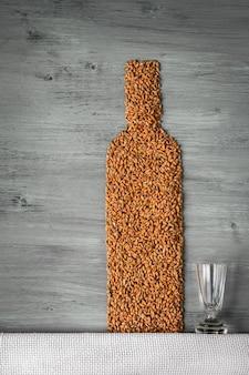 Bouteille de céréales et d'alcool
