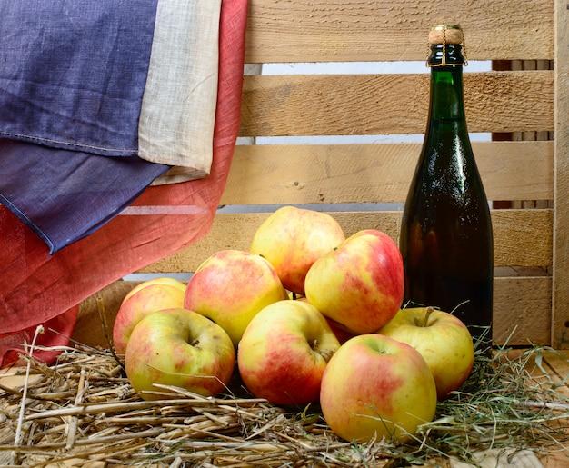 Bouteille de cidre aux pommes