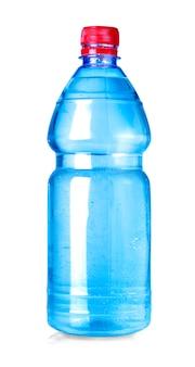 Bouteille d'eau bleue isolée on white