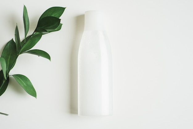 Une bouteille d'eau micellaire