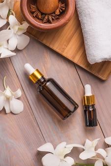 Bouteille d'huile essentielle d'arôme ou de spa et huile de parfum naturel
