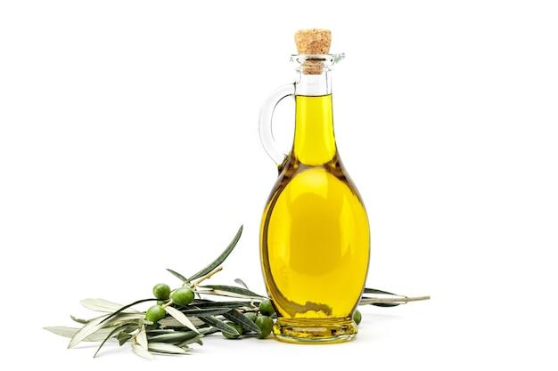 Bouteille d'huile d'olive aux olives vertes et noires