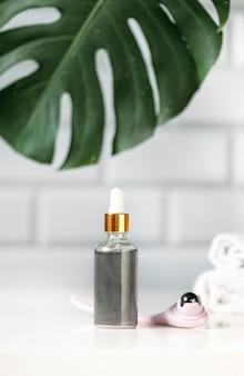 Une bouteille d'huile pour le visage