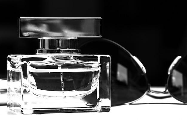 Bouteille de parfum se bouchent