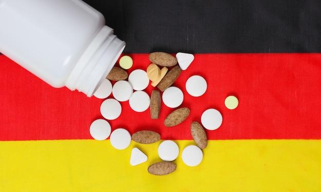 Bouteille de pilules avec drapeau de l'allemagne