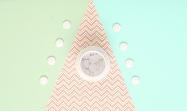 Bouteille de pilules sur fond de papier pastel. vue de dessus