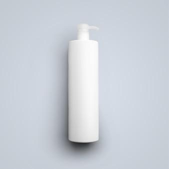 Bouteille en plastique cosmétique blanche de rendu 3d avec pompe de distribution isolée sur fond gris. adapté à votre conception de maquette.