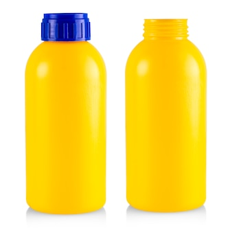 Bouteille en plastique jaune isolé sur blanc