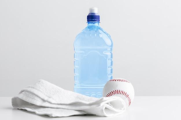 Bouteille de sport avec une serviette