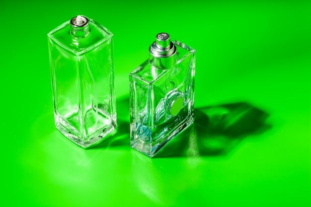 Bouteille de verre de parfum. eau de toilette
