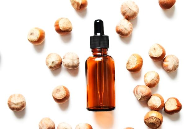 Bouteille en verre pour cosmétiques, médecine naturelle, huiles essentielles ou autres liquides, avec un écrou. vue de dessus. biologique