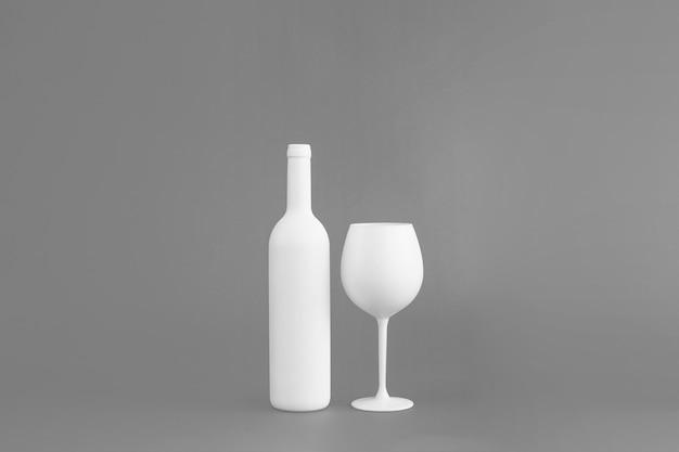 Bouteille de vin et maquette en verre