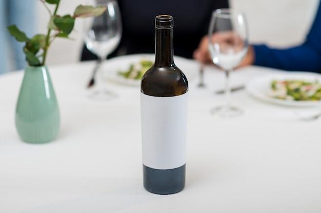 Bouteille de vin pour le dîner de la saint-valentin