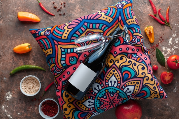 La bouteille de vin et le verre à vin sur le pilow