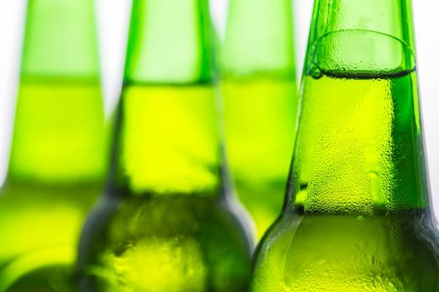 Bouteilles de bière froide macrophotographie