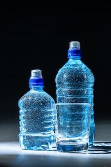 Bouteilles d'eau pure minérale