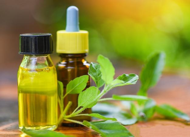 Bouteilles d'huile d'herbes