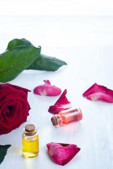 Bouteilles d'huiles essentielles pour l'aromathérapie