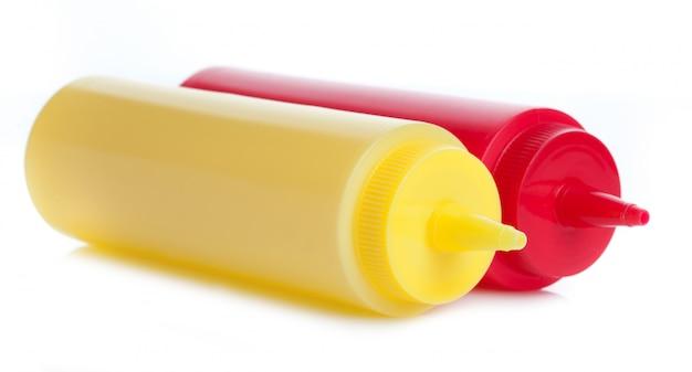 Bouteilles de ketchup à la mayonnaise et à la tomate