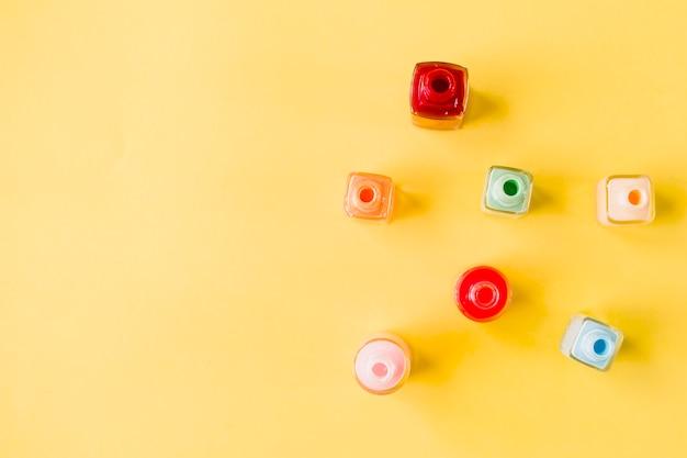 Bouteilles avec vernis à ongles