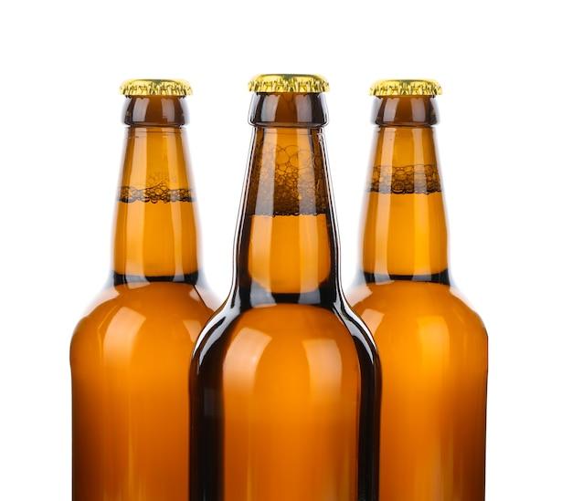 Bouteilles en verre de bière isolated on white