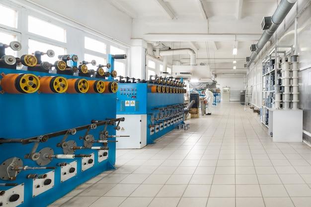 Boutique pour la production de fil de cuivre-aluminium. machine à bobiner automatique.