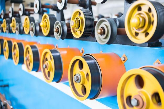 Boutique pour la production de fil. machine à bobiner automatique.