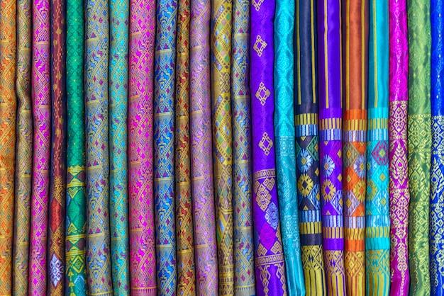 Boutique de souvenirs d'artisanat sur le marché nocturne de luang prabang, laos