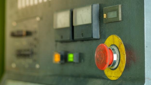 Bouton d'arrêt d'urgence pour machine rétro