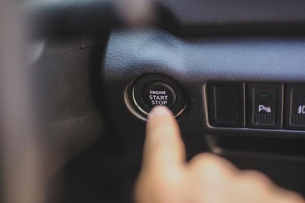 Bouton de démarrage manuel du moteur pour démarrer la voiture