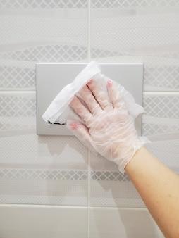 Le bouton de désinfection des parties communes drainera l'eau des toilettes