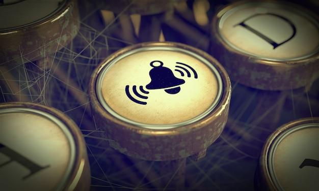 Bouton du bouton d'alarme sur la touche de l'ancienne machine à écrire