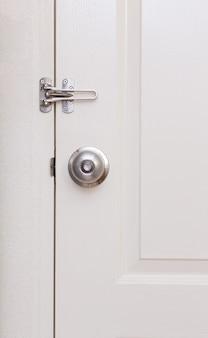 Bouton de porte avec serrure de porte