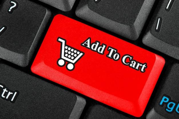 Bouton rouge d'icône de panier d'achat au détail sur un clavier