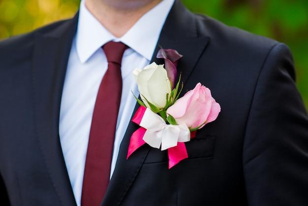 Boutonnière pour la veste du marié.