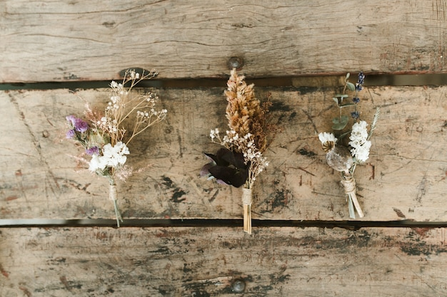 Boutonnières fleurs séchées rustiques