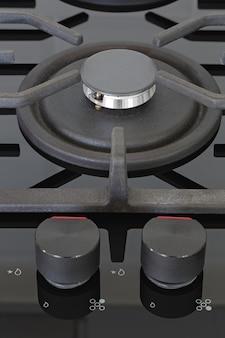 Boutons de commande des brûleurs sur la cuisinière à gaz