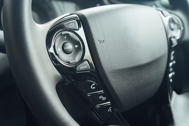 Boutons de commande de vitesse adaptatifs et direction assistée avec changement de vitesse