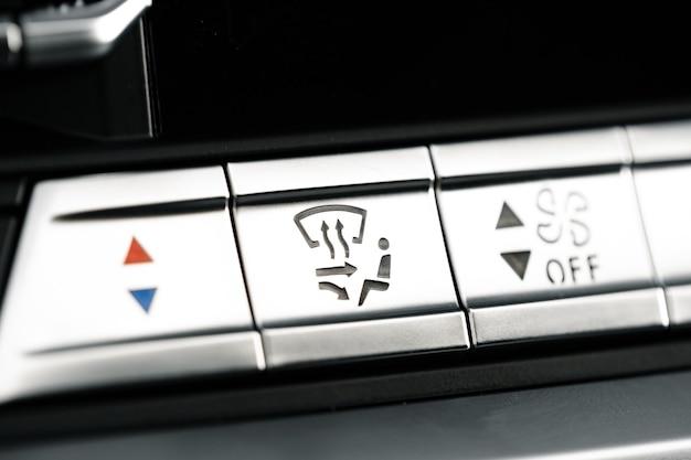Boutons du panneau de commande du tableau de bord de voiture se bouchent