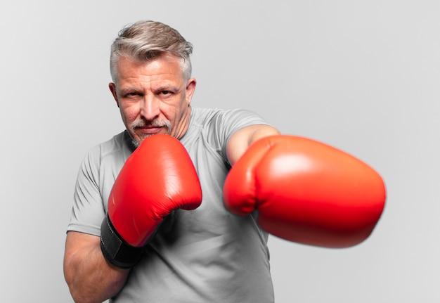 Boxe senior bel homme