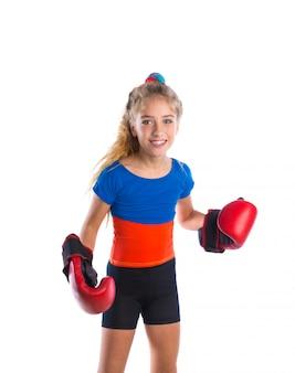 Boxeur kid fille blonde avec des gants de boxe drôles